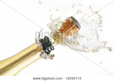 Extremo close-up de explosão de garrafa de champagne cork