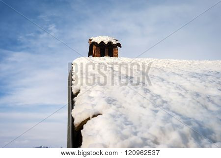 Langhe: old snowy roof. Color image