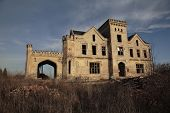 foto of raunchy  - old ravaged building for sale and renewal - JPG