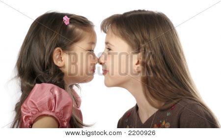 zwei spielen Mädchen