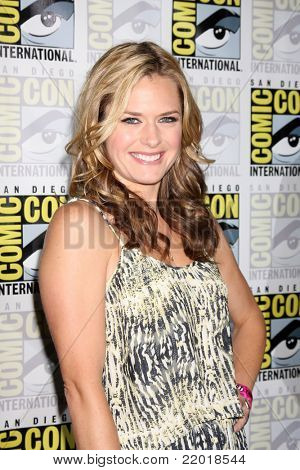 SAN DIEGO - JUL 21:  Maggie Lawson at the 2011 Comic-Con Convention at San Diego Convetion Center on July 21, 2010 in San DIego, CA.