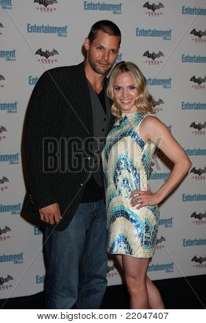 LOS ANGELES - JUL 23:  Justin Bruening, Alexa Havins arriving at the EW Comic-con Party 2011 at EW Comic-con Party 2011 on July 23, 2011 in Los Angeles, CA