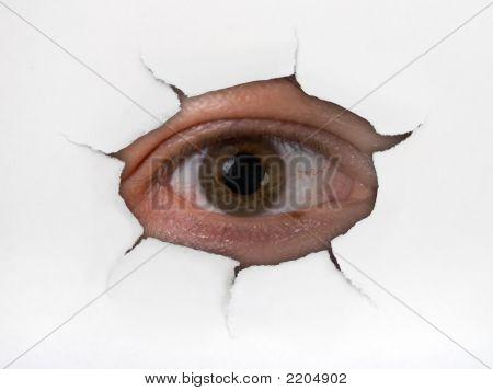 Augen Blick durchs Loch auf Papier
