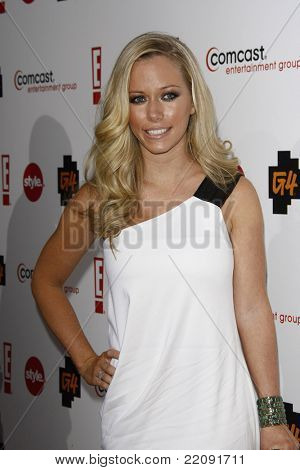 PASADENA - JAN 5: Kendra Wilkinson at the Comcast Entertainment Group TCA Cocktail Reception held at the Langham Hotel, Pasadena, California on January 5, 2011
