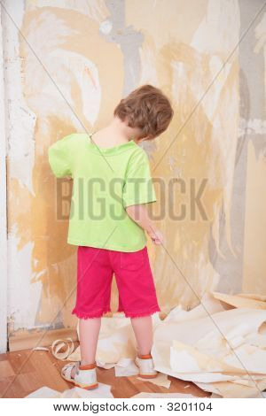 Little Girl Remove Old Wallpapers