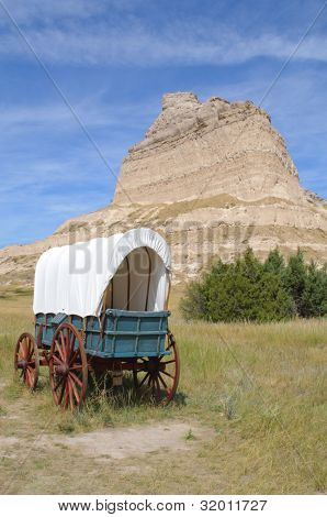 Scotts Bluff and covered wagon