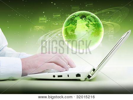 Collage con ordenadores portátiles blanco y símbolos de la comunicación