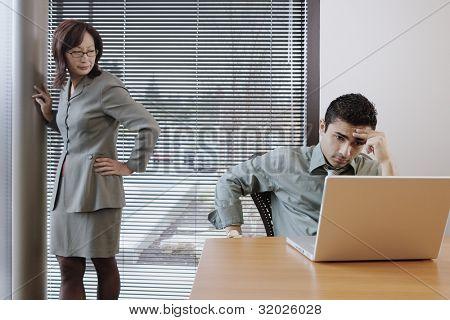 Geschäftsmann arbeiten Kollegen geprüft