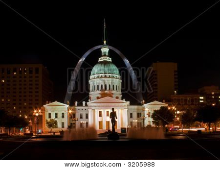 St. Louis - Old Court House na noite
