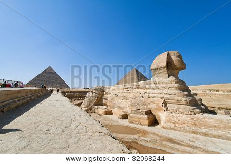 culmination of a journey through egypt: the giza shpinx of the second pyramid