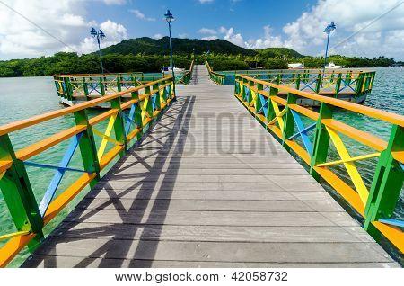 Постер, плакат: Красочные мост и острова, холст на подрамнике