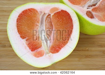 Pommello Fruit Sliced