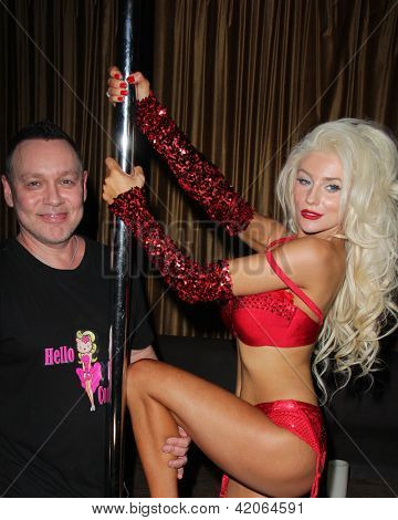 LOS ANGELES - FEB 9:  Doug Hutchison, Courtney Stodden at the World Premiere of Courtney Stodden's