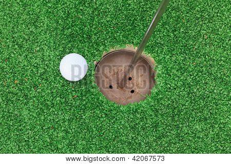 bola de golfe no lábio da Copa
