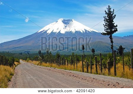 Dirt road that leads to the majestic Cotopaxi, in the hear