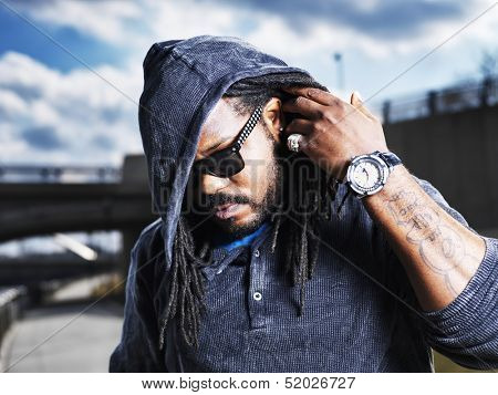 urban man showing dreads