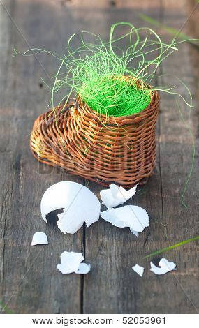 Wicker Toy Clog And Eggshell