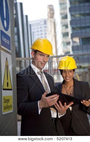 Equipo ejecutivo de la construcción