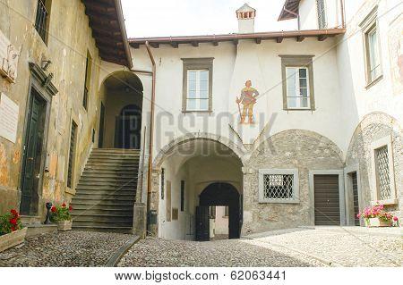 Clusone, Court