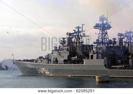 VLADIVOSTOK - NOVEMBER 24:  Ships of the Russian Navy's Pacific fleet in the port of Vladivostok, Russia, on November 24, 2002.