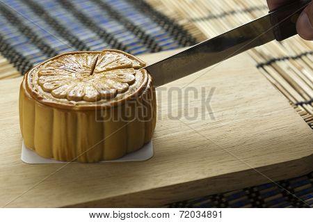 Cutting Mooncake