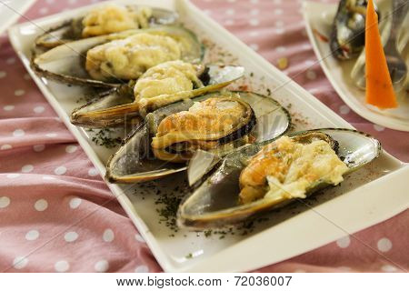 Mussels Baked With Parmesan Cheese