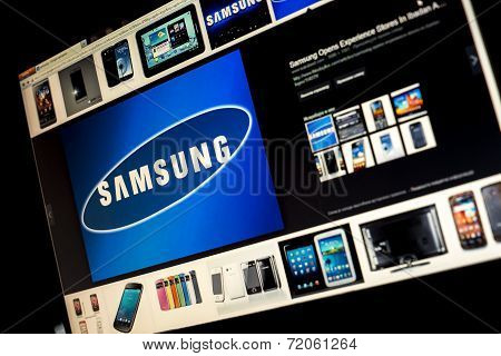 Belgrade - Januar 29, 2014 Google Image Search For Samsung Logo Photos On Pc Screen