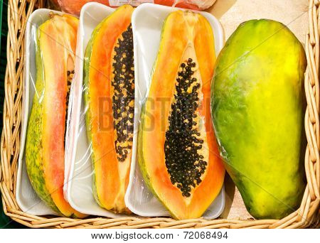 whole papaya fruits