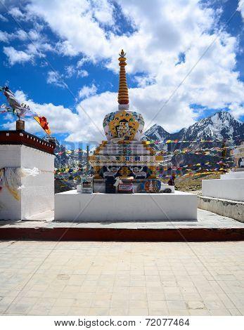 Kunzum pass monastery