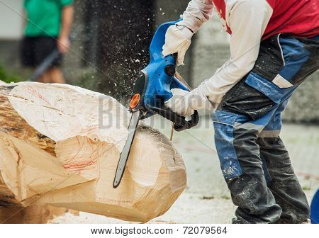 Sculptor Handle Wooden Blank With Electric Saw