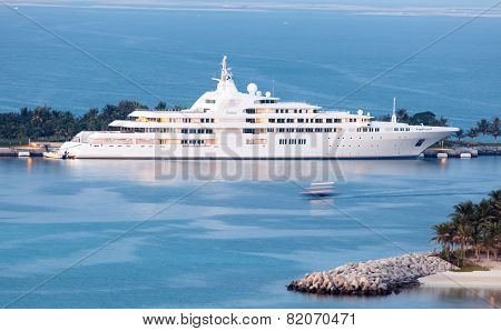 Dubai - Yacht Of The Sheikh Al Maktoum