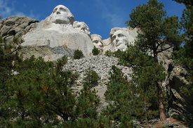 picture of mount rushmore national memorial  - Mount Rushmore National Memorial carved images of four presidents - JPG