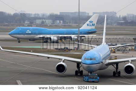Large and smaller aircraft from the klm