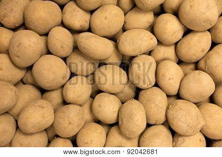 Fresh harvested yellow potato tubers