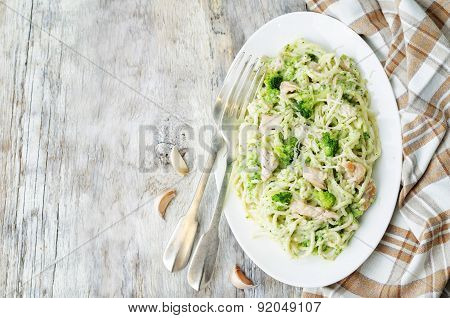 Creamy Cheesy Broccoli Spaghetti With Chicken