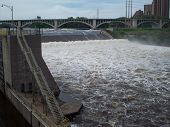 picture of dam  - The Lock and Dam in Minneapolis Minnesota - JPG