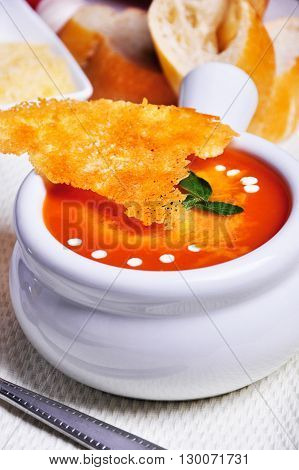 Plato: Sopa de tomate con queso y crema