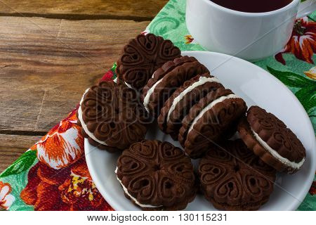 Cookies sandwiches and cup of tea. Sweet dessert. Homemade biscuit. Breakfast cookies. Chocolate cookies. Cookies sandwiches. Chocolate sandwiches