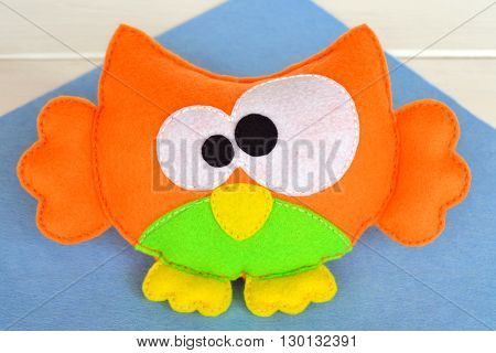 Funny felt owl toy - kids crafts. Children's soft toy owl