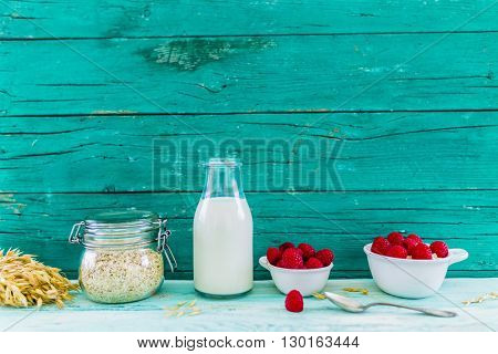 Porridge, Oatmeal with fresh fruit - healthy breakfast, healthy diet, space for text