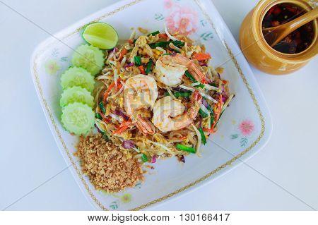 Shrimps Pad Thai -Thailand 's national dishes