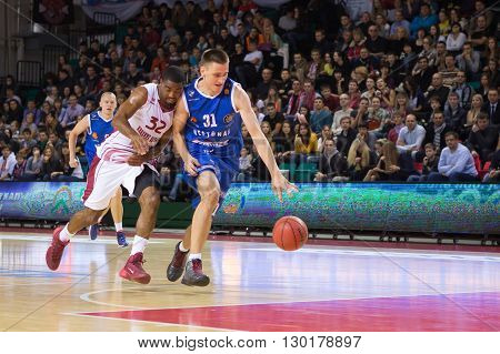 Bc Neptunas Forward Edgaras Ulanovas (31) Drives To The Basket