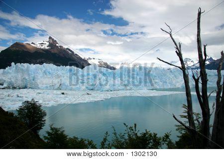 Perito Moreno Glaciar, In Patagonia, Province Of Santa Cruz, Argentina