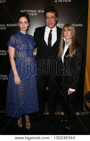NEW YORK-JAN 5: (L-R) Actors Emily Blunt, Benicio Del Toro and NBR President Annie Schulhof attend the 2015 National Board of Review Gala at Cipriani 42nd Street on January 5, 2016 in New York City.