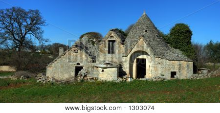 Multi Trullo Pano