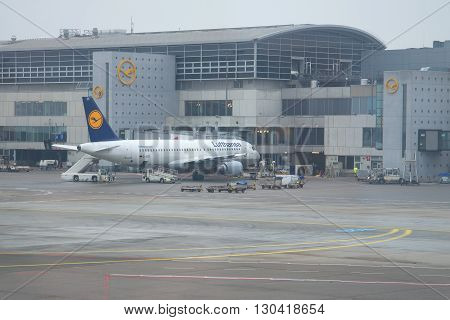 FRANKFURT, GERMANY - DECEMBER 31, 2014: Airbus A320-214 (D-AIZD) of Lufthansa at the airport in Frankfurt