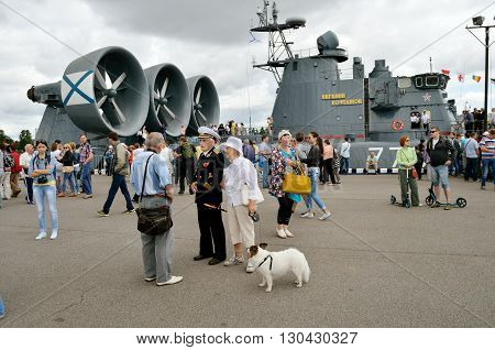 05.07.2015.Russia.Saint-Petersburg.Lenexpo.Exhibition of military vehicles.In the foreground is a Navy veteran.