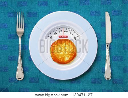 view of calorie tot in pancake that on white plate