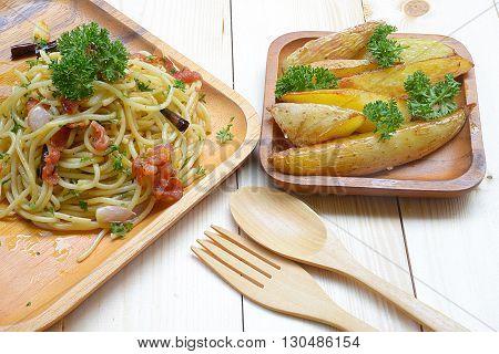 Spaghetti with dried chilli ,bacon and garlic.Spaghetti spicy