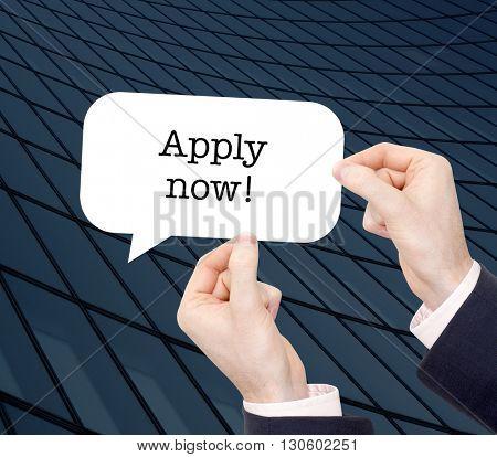 Apply now written in a speechbubble